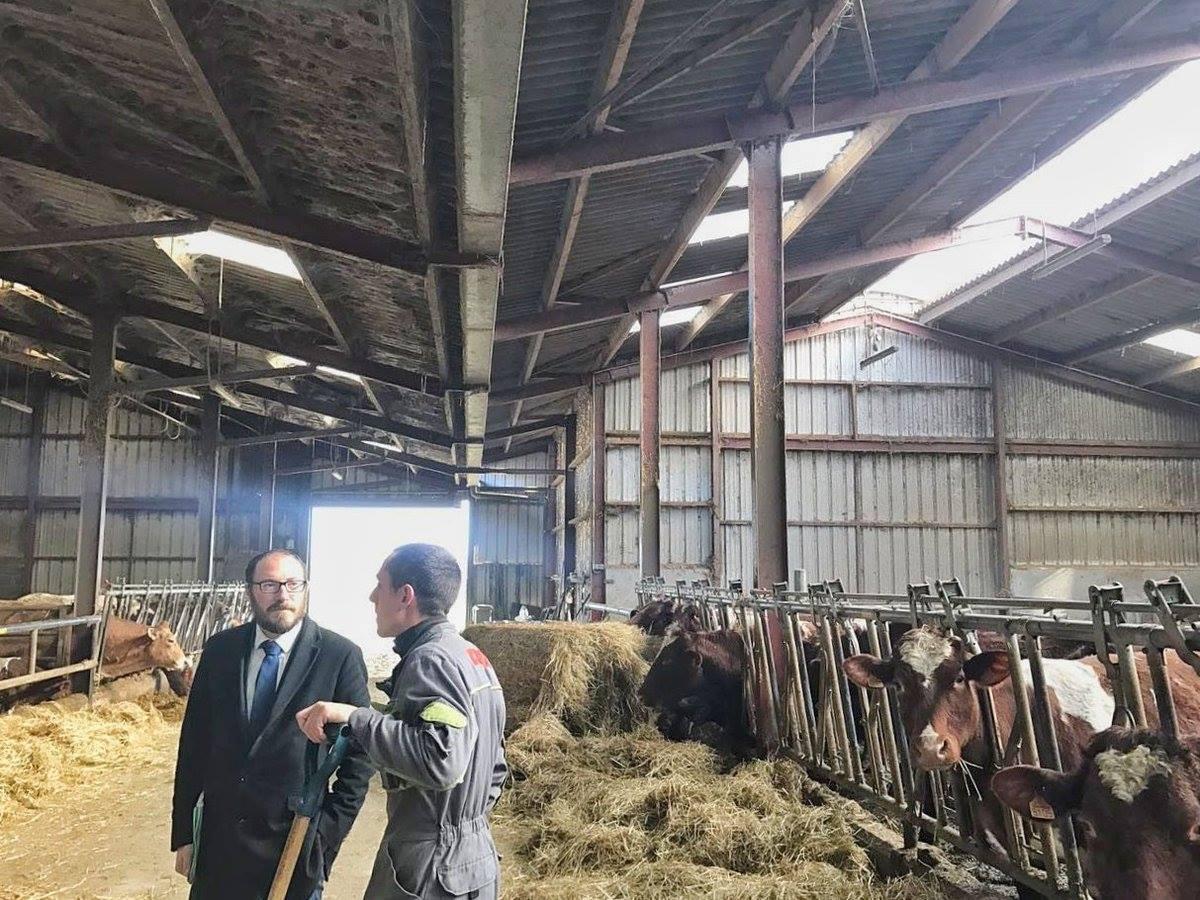 Un agriculteur de la circonscription de Cholet échange avec le député Denis Masséglia