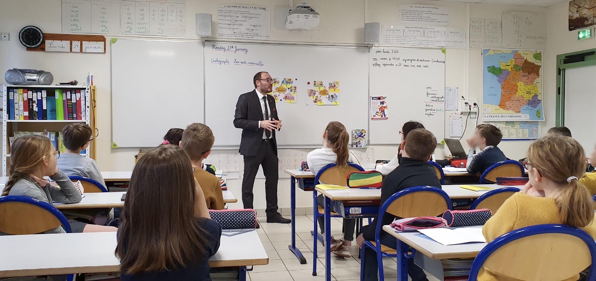 Éducation civique en école avec le député Masséglia